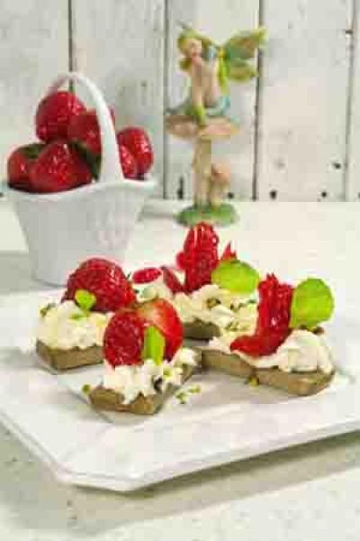Десерт из творожного сыра и клубники «14 февраля»