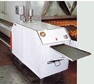 Машина чистки пекарских листов